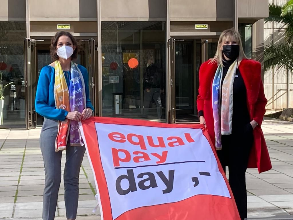 Paz Mrtin y la ministra Reyes Maroto en la celebración del Equal Pay Day 2021